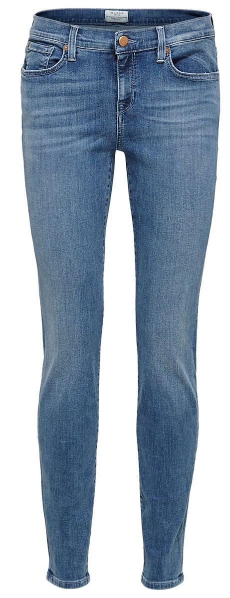 Джинсы женские Selected Femme, цвет: синий. 16054242. Размер 25-32 (42-32)16054242_Medium Blue DenimСтильные женские джинсы Selected Femme выполнены из хлопка с добавлением полиэстера и эластана. Материал мягкий и приятный на ощупь, не сковывает движения и позволяет коже дышать.Джинсы-слим средней посадки застегиваются на пуговицу в поясе и ширинку на застежке-молнии. На поясе предусмотрены шлевки для ремня. Спереди модель оформлена двумя втачными карманами и одним маленьким накладным кармашком, а сзади - двумя накладными карманами. Модель оформлена эффектом потертости и перманентными складками.