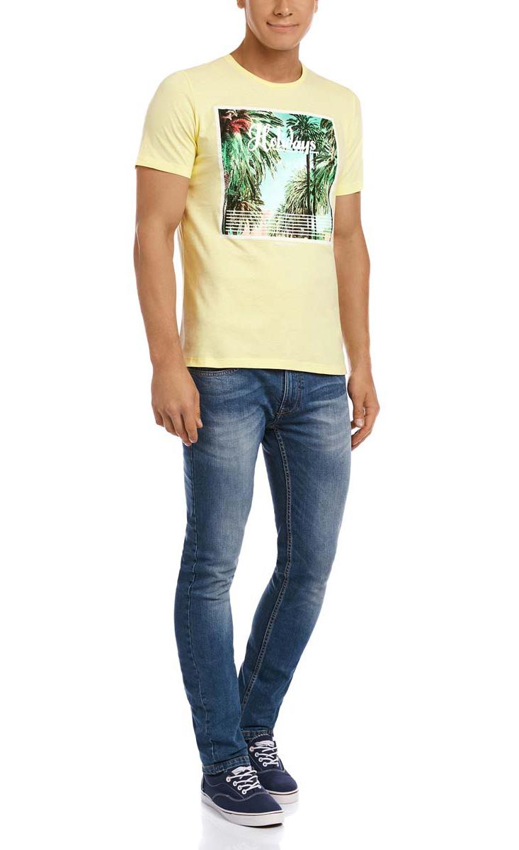 Футболка мужская oodji, цвет: светло-желтый. 5L611270M/44135N/5062P. Размер XL (56)5L611270M/44135N/5062PМужская футболка oodji выполнена из плотной хлопковой ткани. Модель с короткими рукавами и круглым вырезом горловины оформлена модным принтом с изображением пальм и дополнена надписями на английском языке.