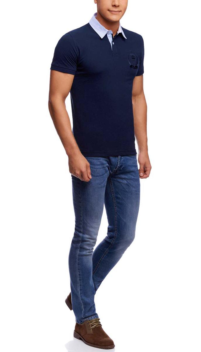 Поло мужское oodji, цвет: темно-синий. 5L412213M/44032N/7900N. Размер S (46/48)5L412213M/44032N/7900NСтильное мужское поло oodji, изготовленное из натурального хлопка, позволяет коже дышать.Модель с короткими рукавами и отложным воротником застегивается спереди на две пуговицы. Манжеты рукавов дополнены трикотажными резинками. Лицевая часть изделия декорирована оригинальной вышивкой. По бокам поло дополнено небольшими разрезами.