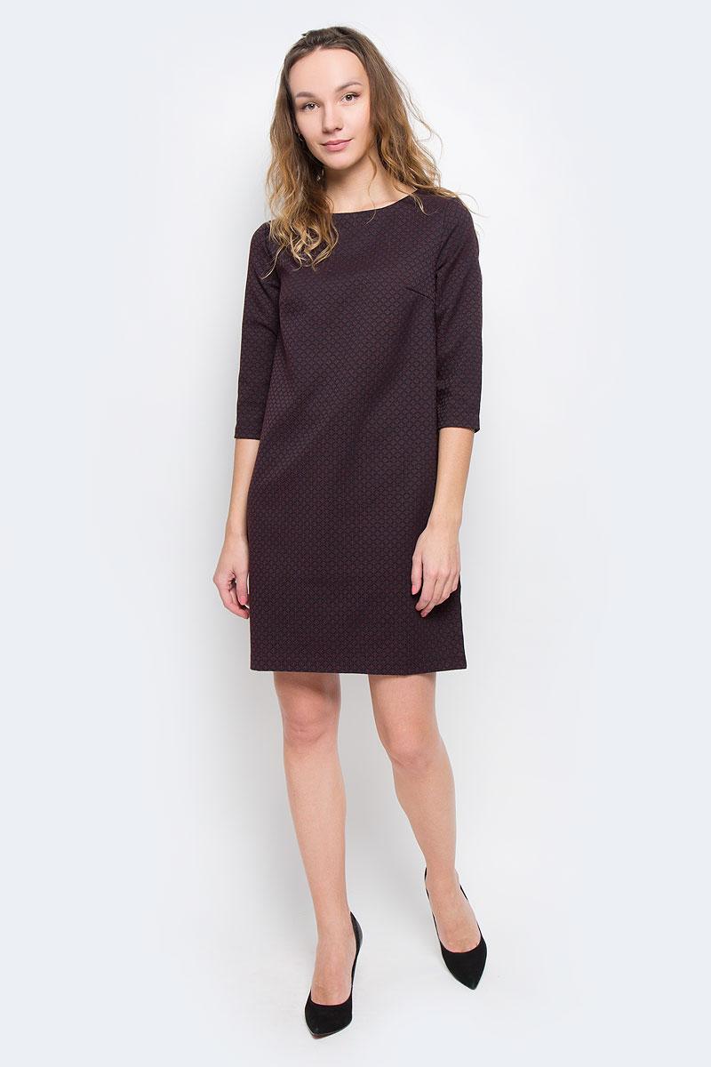 Платье Baon, цвет: фиолетовый, бордовый. B455509. Размер XS (42)B455509Стильное платье Baon придаст очарование и женственность своей обладательнице. Модель свободного кроя, выполнена из трикотажа средней плотности. Платье с круглым вырезом горловины и рукавами длиной 3/4. Материал оформлен жаккардовым рисунком. На груди расположены вытачки. Застёгивается изделие на металлическую молнию на спинке.Изысканный наряд создаст обворожительный неповторимый образ.