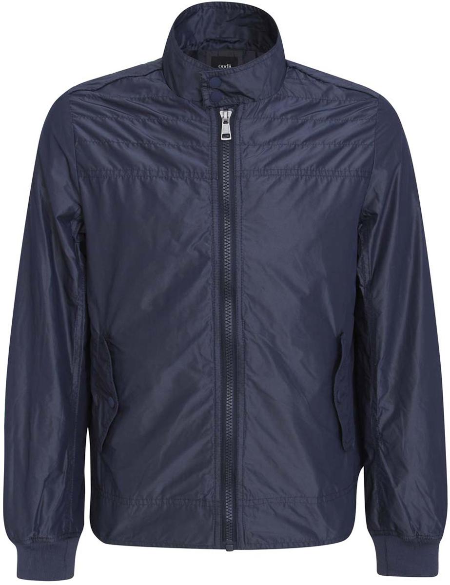Куртка мужская oodji, цвет: темно-синий. 1L511042M/23478N/7900N. Размер XL (56-182)1L511042M/23478N/7900NМужская куртка oodji изготовлена из полиэстера. Модель застегивается на застежку-молнию, воротник - на две металлические кнопки. Спереди расположены два прорезных кармана с клапанами на кнопках. С внутренней стороны куртки расположен прорезной карман на застежке-молнии.