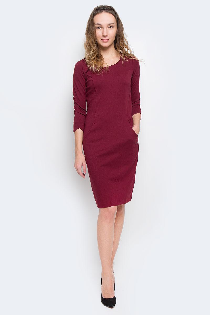 Платье Finn Flare, цвет: бордовый. W15-11025. Размер XS (42)W15-11025Элегантное платье Finn Flare выполнено из полупрозрачного струящегося материала и имеет плотную непрозрачную подкладку. Такое платье обеспечит вам комфорт и удобство при носке.Модель с рукавами 3/4 и круглым вырезом горловины выгодно подчеркнет все достоинства вашей фигуры. Сзади платье украшено имитацией застежки на кнопках. Платье дополнено двумя открытыми втачными карманами. Изысканное однотонное платье-миди создаст обворожительный и неповторимый образ.Это модное и удобное платье станет превосходным дополнением к вашему гардеробу, оно подарит вам удобство и поможет вам подчеркнуть свой вкус и неповторимый стиль.