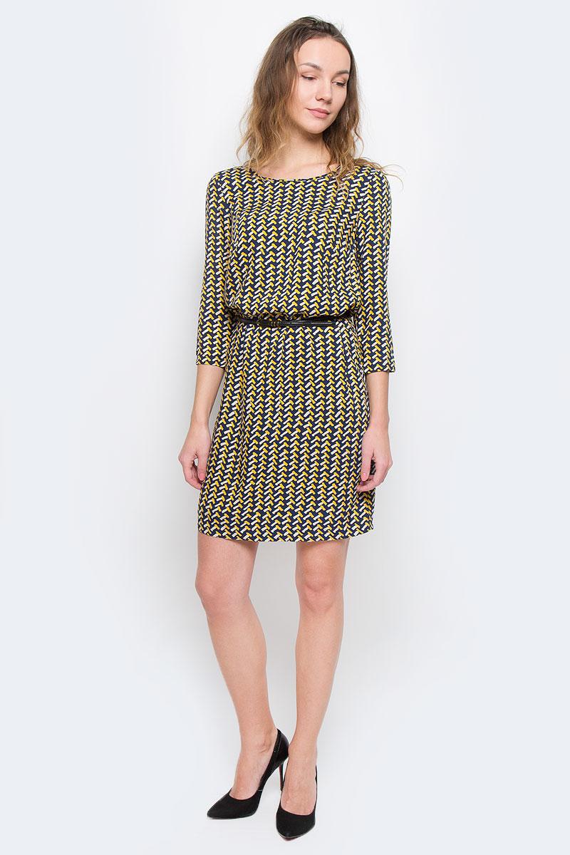 Платье Finn Flare, цвет: темно-синий, желтый. W15-12027. Размер M (46)W15-12027Элегантное платье Finn Flare выполнено из 100% вискозы. Такое платье обеспечит вам комфорт и удобство при носке.Модель с рукавами 3/4 и круглым вырезом горловины выгодно подчеркнет все достоинства вашей фигуры. Платье оформлено оригинальным контрастным принтом. В комплект входит узкий ремень с металлической пряжкой. Изысканное платье-миди создаст обворожительный и неповторимый образ.Это модное и удобное платье станет превосходным дополнением к вашему гардеробу, оно подарит вам удобство и поможет вам подчеркнуть свой вкус и неповторимый стиль.