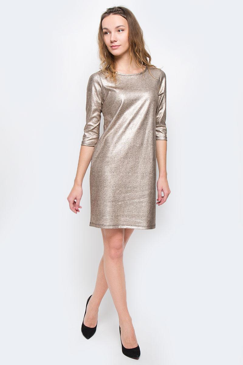 Платье Top Secret, цвет: золотисто-бежевый, черный. SSU1698CA. Размер 42 (48)SSU1698CAМодное платье Top Secret станет отличным дополнением к вашему гардеробу. Модель выполнена из вискозы с добавлением полиэстера и эластана. Платье-миди с круглым вырезом горловины и рукавами 3/4 оформлено оригинальным принтом.