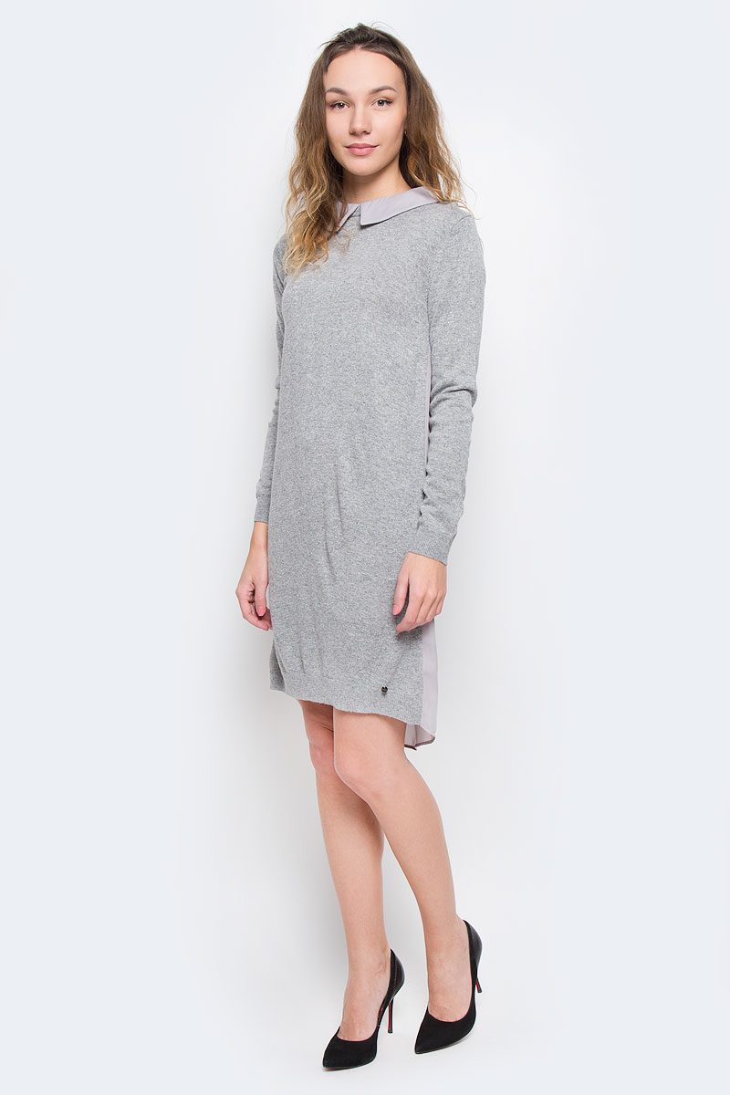 Платье Finn Flare, цвет: серый. W16-171110_205. Размер S (44)W16-171110_205Красивое платье Finn Flare изготовлено из акрила с добавлением нейлона и ангоры. Модель с отложным воротником и длинными рукавами, застегивается по спинке на молнию. Спинка модели немного удлинена и выполнена из 100% полиэстера.