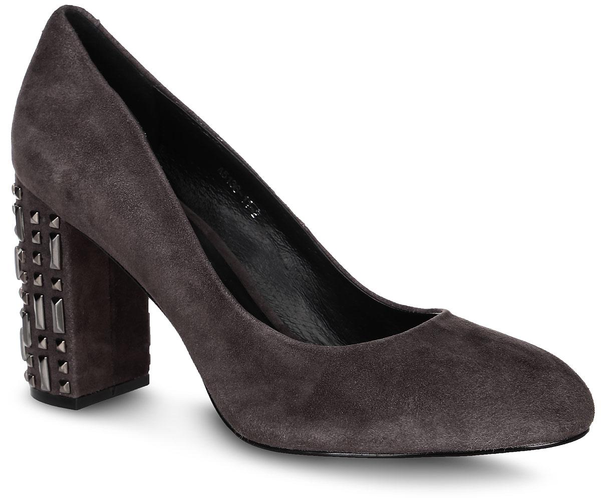 Туфли женские Graciana, цвет: серый. A5136-11-2. Размер 36A5136-11-2Элегантные туфли выполнены из натуральной замши. Стелька и внутренняя поверхность выполнены из натуральной кожи, которая обеспечит комфорт при движении и предотвратит натирание. Модель оснащена устойчивым каблуком, оформленным металлическими декоративными элементами. Подошва выполнена из термопластичного материала.