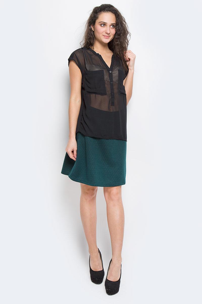 Блузка Broadway, цвет: черный. 6010163099H. Размер S (42-44)60101630 99HСтильная блузка Broadway, выполненная из высококачественного материала, - находка для современной женщины, желающей выглядеть стильно и модно. Передняя часть блузки изготовлена из полупрозрачного полиэстера, спинка - из мягкого хлопка.Модель свободного кроя с короткими рукавами и V-образным вырезом горловины будет отлично на вас смотреться. Блузка на груди застегивается на три пуговицы и имеет два накладных кармашка. Спинка удлиненная.Такая модель, несомненно, вам понравится и послужит отличным дополнением к вашему гардеробу.