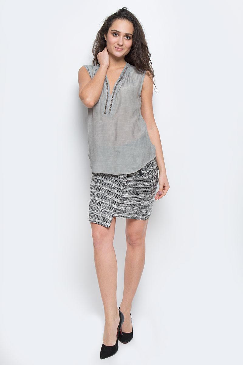Блузка женская Broadway, цвет: серый. 10153993 856. Размер M (46)10153993 856Стильная женская блуза Broadway, выполненная из 100% полиэстера, подчеркнет ваш уникальный стиль и поможет создать оригинальный женственный образ.Блузка без рукавов с V-образным вырезом горловины спереди оформлена вышивкой блестящим бисером. Легкая блуза идеально подойдет для жарких летних дней. Такая блузка будет дарить вам комфорт в течение всего дня и послужит замечательным дополнением к вашему гардеробу.