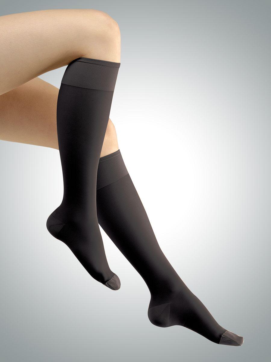 Гольфы компрессионные тонкие Avicenum 140, 1 класс компрессии, длинные, цвет: черный. 219-9999_long. Размер L (4)219-9999_longКомпрессионные гольфы Avicenum 140 - тонкие, прозрачные по своей структуре гольфы, которые отлично смотрятся на ноге и в тоже время являются эффективным помощником в борьбе с варикозной болезнью на ранних этапах.Компрессионные гольфы обогащены микрокапсулами с активными компонентами Skintex AHL(Anti -Heavy-Legs), внутри которых содержится регенерирующий сбалансированный комплекс натуральных экстрактов грейпфрута, лимона, мяты и тимьяна, которые благоприятно влияют на кожу ног и дарят приятный аромат. Гольфы имеют выраженный медицинский эффект, высокое эстетическое свойство, идеальны для чувствительных ног.ПОКАЗАНИЯ: · Ретикулярный варикоз· Телеангиэктазии - сосудистые звездочки· Функциональные флебопатии (ночные судороги, отеки, боли, чувство распирания) · Синдром тяжелых ног · Преходящий отек· Длительные путешествия и перелеты. Класс компрессии: I (18-21 мм рт. ст.).