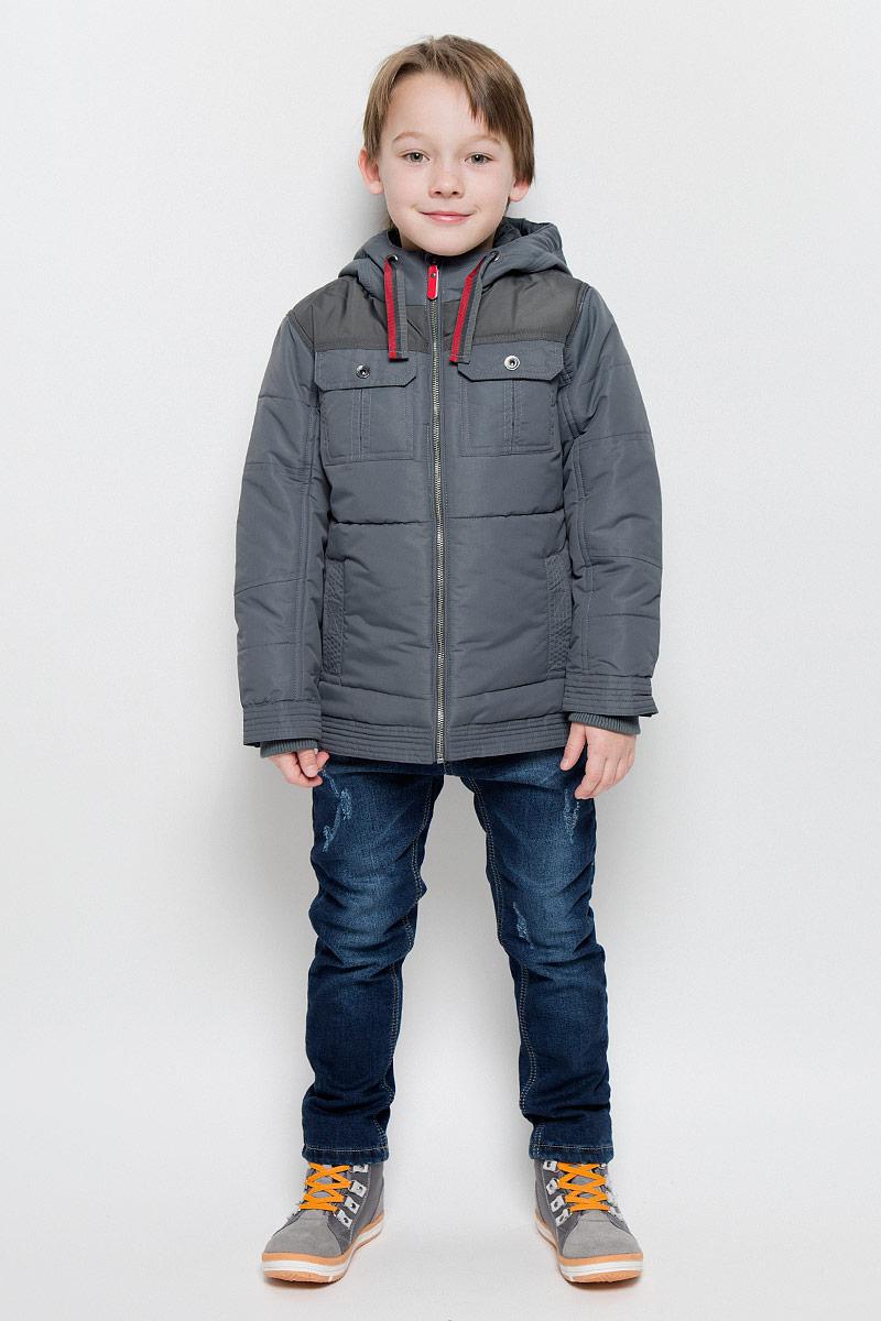 Куртка для мальчика PlayToday, цвет: темно-серый. 361001. Размер 116, 6 лет361001Стильная куртка для мальчика PlayToday изготовлена из полиэстера. Куртка с несъемным капюшоном застегивается на молнию с защитой подбородка и внутренней ветрозащитной планкой. Капюшон дополнен затягивающейся тесьмой. На рукавах предусмотрены трикотажные манжеты. Края рукавов регулируются по ширине с помощью кнопок. Куртка оснащена дополнительной защитой от снега с внутренней стороны. Снизу на куртке имеются хлястики с кнопками для регулировки объема. Спереди расположены четыре функциональных кармана.Изделие дополнено светоотражающим элементом для безопасности ребенка в темное время суток.