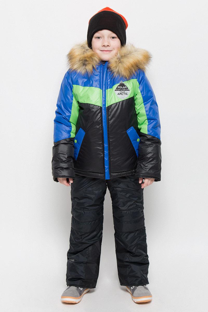 Комплект для мальчика Boom!: куртка, полукомбинезон, цвет: черный, синий, салатовый. 64361_BOB_вар.1. Размер 86, 1,5-2 года64361_BOB_вар.1Комплект для мальчика Boom! состоит из куртки и полукомбинезона. Комплект выполнен из водонепроницаемой и ветрозащитной ткани. Комбинированная подкладка, изготовленная из полиэстера и вискозы, содержит мягкие флисовые и гладкие вставки. В качестве утеплителя используется легкий гипоаллергенный материал - эко-синтепон. Изделие легко стирается, быстро сушится, приятно носится. Куртка с несъемным капюшоном застегивается на пластиковую молнию с защитой подбородка и двумя ветрозащитными планками. Подкладка курточки (кроме рукавов) выполнена из мягкого теплого флиса. Капюшон декорирован съемной опушкой из искусственного меха. На рукавах имеются трикотажные манжеты. По краю куртки предусмотрена скрытая резинка со стопперами. Спереди расположены два втачных кармана с клапанами на кнопках. Модель оформлена крупным принтом на спинке, украшена на груди нашивкой.Полукомбинезон застегивается на пластиковую молнию с ветрозащитной планкой. Изделие дополнено съемными эластичными наплечными лямками, регулируемыми по длине. На талии полукомбинезона предусмотрена широкая эластичная резинка. Спереди расположены два втачных кармана. Снизу брючин имеются эластичные манжеты с прорезиненными полосками. Изделие дополнено износостойкими вставками.Комплект оснащен светоотражающими элементами для безопасности ребенка в темное время суток.Температурный режим до -30°С.
