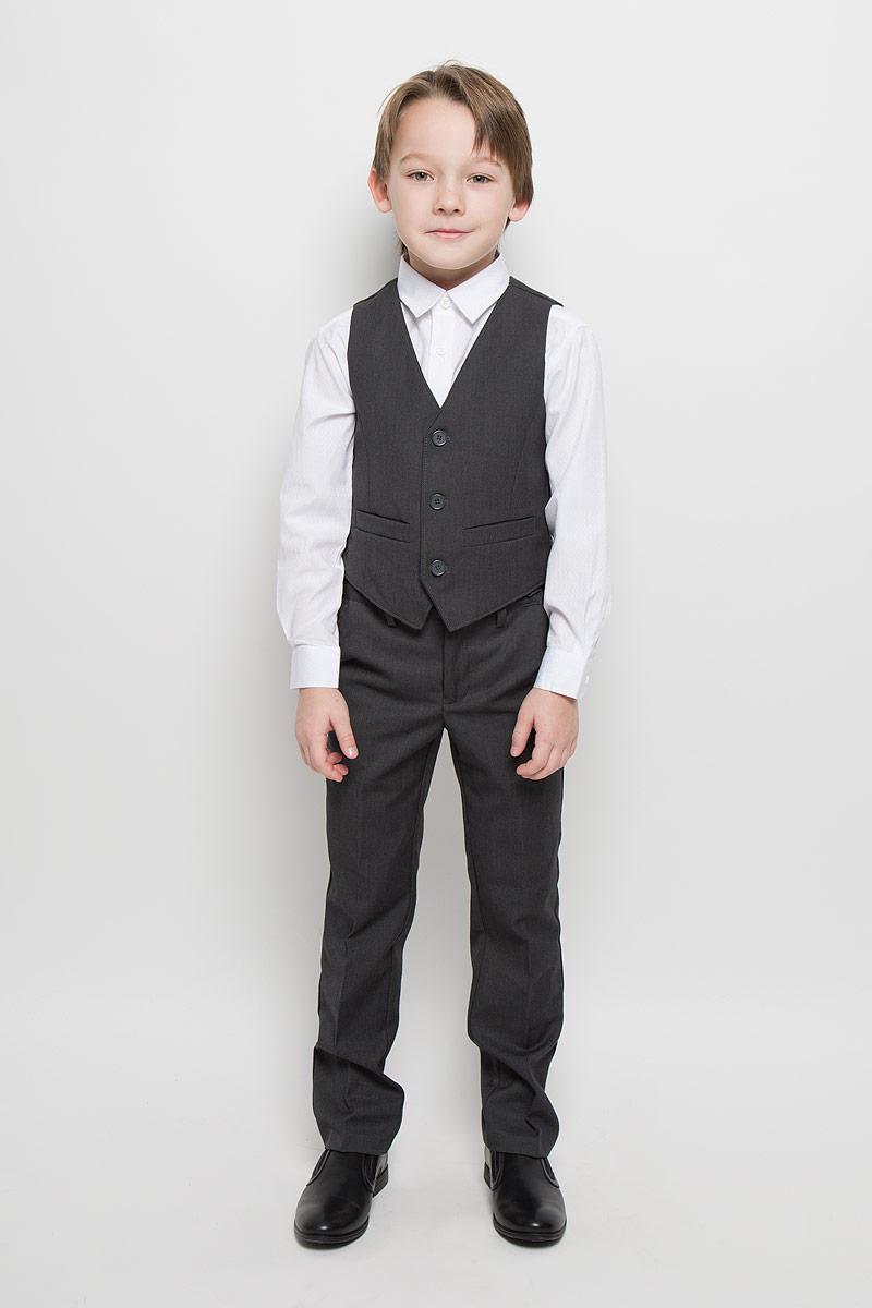Комплект для мальчика Scool: жилет, брюки, цвет: темно-серый. 363026. Размер 164, 14 лет363026Комплект для мальчика Scool, состоящий из жилета и брюк, идеально подойдет вашему ребенку. Изготовленный из высококачественного материала, он необычайно мягкий и приятный на ощупь, не сковывает движения и не раздражает даже самую нежную и чувствительную кожу ребенка, обеспечивая ему наибольший комфорт. Жилет классического кроя с V-образным вырезом горловины спереди застегивается на пуговицы и дополнен двумя прорезными кармашками. Для удобства на спинке предусмотрен хлястик для регулировки изделия по ширине. Брюки классического кроя на талии имеют пояс на пуговице, также имеются шлевки для ремня и ширинка на застежке-молнии. С внутренней стороны пояс можно утянуть скрытой резинкой на пуговицах. Спереди брюки дополнены двумя втачными карманами с косыми краями, а сзади - одним прорезным карманом на пуговице. Оформлены брюки заутюженными стрелками. Оригинальный дизайн и модная расцветка делают этот комплект незаменимым предметом детского гардероба. В нем вашему маленькому мужчине будет комфортно и уютно, и он всегда будет в центре внимания!