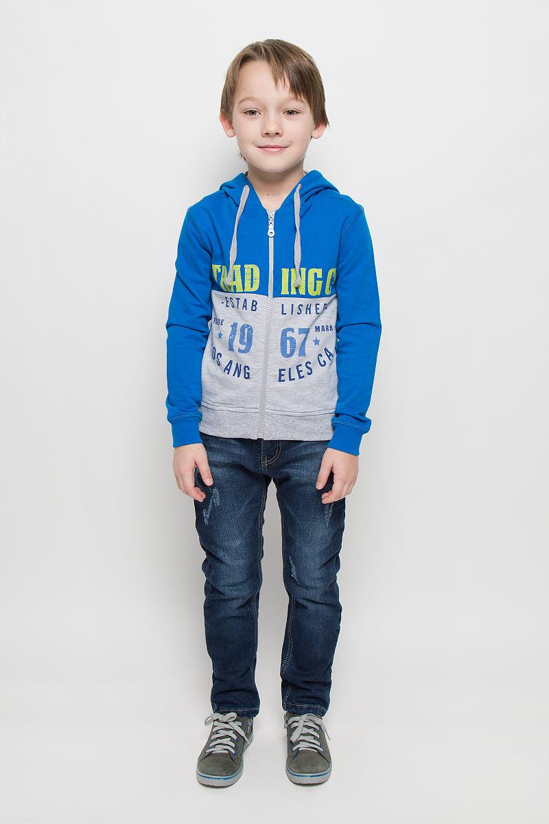 Толстовка для мальчика Free Age, цвет: синий, серый меланж. ZB 09175-BM. Размер 98, 2-3 годаZB 09175-BMУдобная толстовка для мальчика Free Age выполнена из натурального хлопка. Изнаночная сторона изделия с небольшими петельками. Толстовка с капюшоном и длинными рукавами застегивается на молнию. Капюшон с подкладкой дополнен по краю затягивающимся шнурком. Манжеты и низ модели изготовлены из трикотажной резинки. Оформлена толстовка принтовыми надписями.