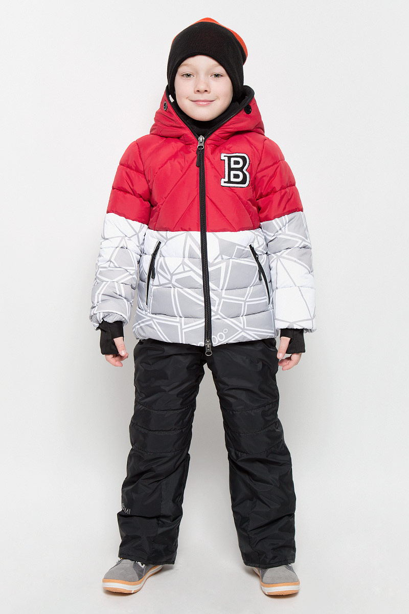 Комплект для мальчика Boom!: куртка, полукомбинезон, цвет: красный, белый, черный. 64359_BOB_вар.2. Размер 86, 1,5-2 года64359_BOB_вар.2Теплый комплект для мальчикаBoom!, идеально подойдет вашему ребенку в холодное время года. Комплект состоит из куртки и полукомбинезона, изготовленных из водоотталкивающей ткани с утеплителем из синтепона. Куртка на флисовой подкладке в верхней части модели застегивается на пластиковую застежку-молнию и дополнительно имеет внутренний ветрозащитный клапан. Курточка с капюшоном, который застегивается на застежку молнию, имеет отверстия для носа и пластиковые окошки для глаз.Воротник застегивается на липучки. Рукава дополнены эластичными манжетами, которые мягко обхватывают запястья, не позволяя просачиваться холодному воздуху. Спереди имеются два втачных кармашка на молнии. Внизу изделие дополнено ветрозащитной вставкой от ветра и снега, застегивается на кнопку. Оформлена куртка ярким интересным принтом. Полукомбинезон с небольшой грудкой застегивается на пластиковую застежку-молнию и имеет наплечные эластичные лямки, регулируемые по длине. Лямки пристегиваются при помощи липучек. На талии предусмотрена широкая эластичная резинка, которая позволяет надежно заправить рубашку, водолазку или свитер. Спереди изделие дополнено двумя втачными кармашками. Снизу брючины дополнены внутренними манжетами с широкой антискользящей резинкой, не дающейкомбинезону ползти вверх, а также предусмотрены отвороты, чтобы модель могла расти вместе с ребенком. Так же изделие дополнено светоотражающими элементами. Комфортный, удобный и практичный, этот комплект идеально подойдет для прогулок и игр на свежем воздухе!
