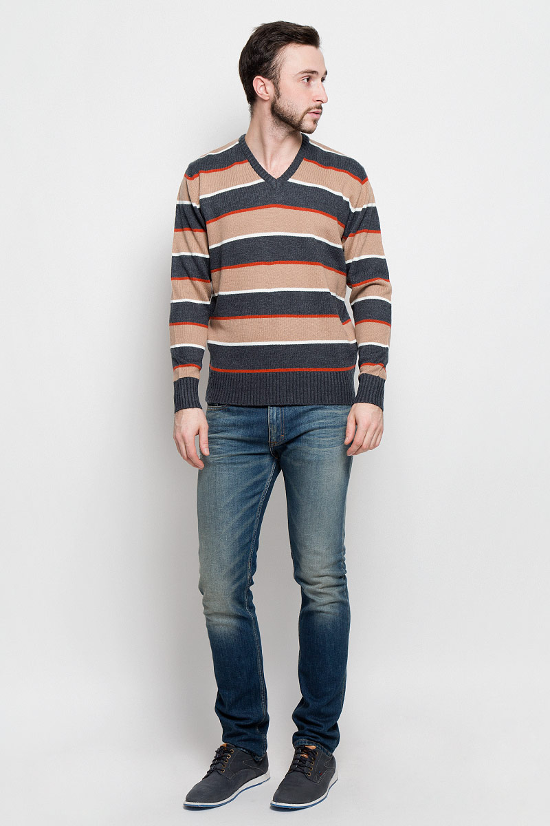 Джемпер мужской D&H Basic, цвет: светло-коричневый, оранжевый, серый. А600090301. Размер S (48)А600090301Мужской джемпер D&H Basic с V-образным вырезом горловины и длинными рукавами изготовлен из высококачественной акриловой пряжи.Горловина, низ и манжеты рукавов джемпера связаны резинкой. Модель оформлена узором в виде контрастных полосок.