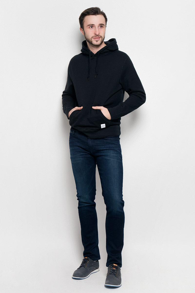 Толстовка мужская Converse Sportswear Pull-Over Hood, цвет: черный. 10000656001. Размер XL (52)10000656001Мужская толстовка Converse Sportswear Pull-Over Hood с длинными рукавами и капюшоном изготовлена из натурального хлопка. Модель имеет комфортные плоские швы. Объем капюшона регулируется при помощи шнурка-кулиски. Толстовка дополнена накладным карманом-кенгуру спереди.