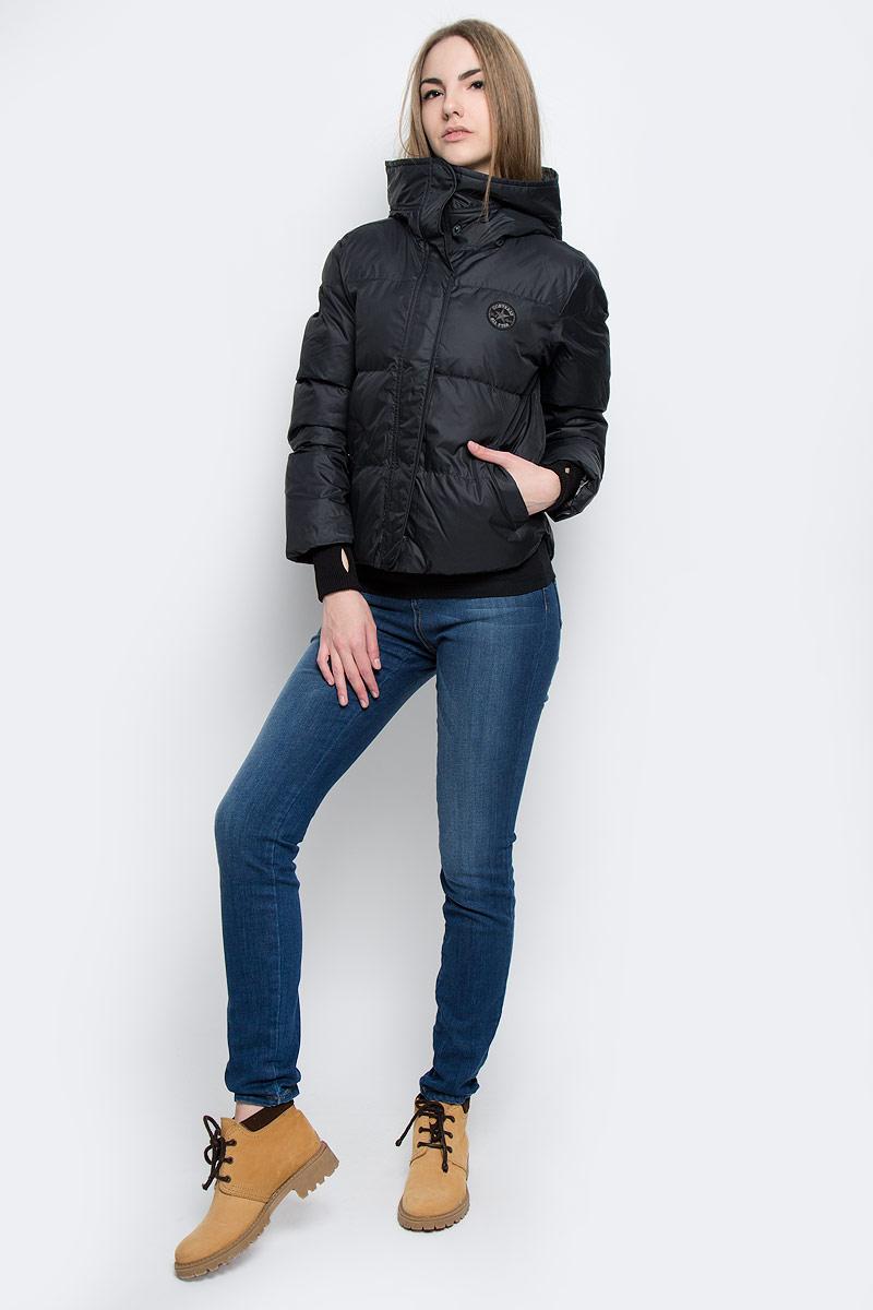 Куртка женская Converse Core Mid Length Puffer, цвет: черный. 10001025001. Размер L (48)10001025001Удобная женская куртка Converse Core Mid Length Puffer согреет вас в прохладную погоду и позволит выделиться из толпы. Модель с длинными рукавами и несъемным капюшоном выполнена из высококачественного полиэстера и застегивается на молнию спереди. Изделие дополнено спереди двумя втачными карманами на кнопках, а рукава оформлены трикотажными манжетами с прорезью для большого пальца. Плотный наполнитель из синтепона и подкладка из полиэстера надежно сохранят тепло, благодаря чему такая куртка защитит вас от ветра и холода.