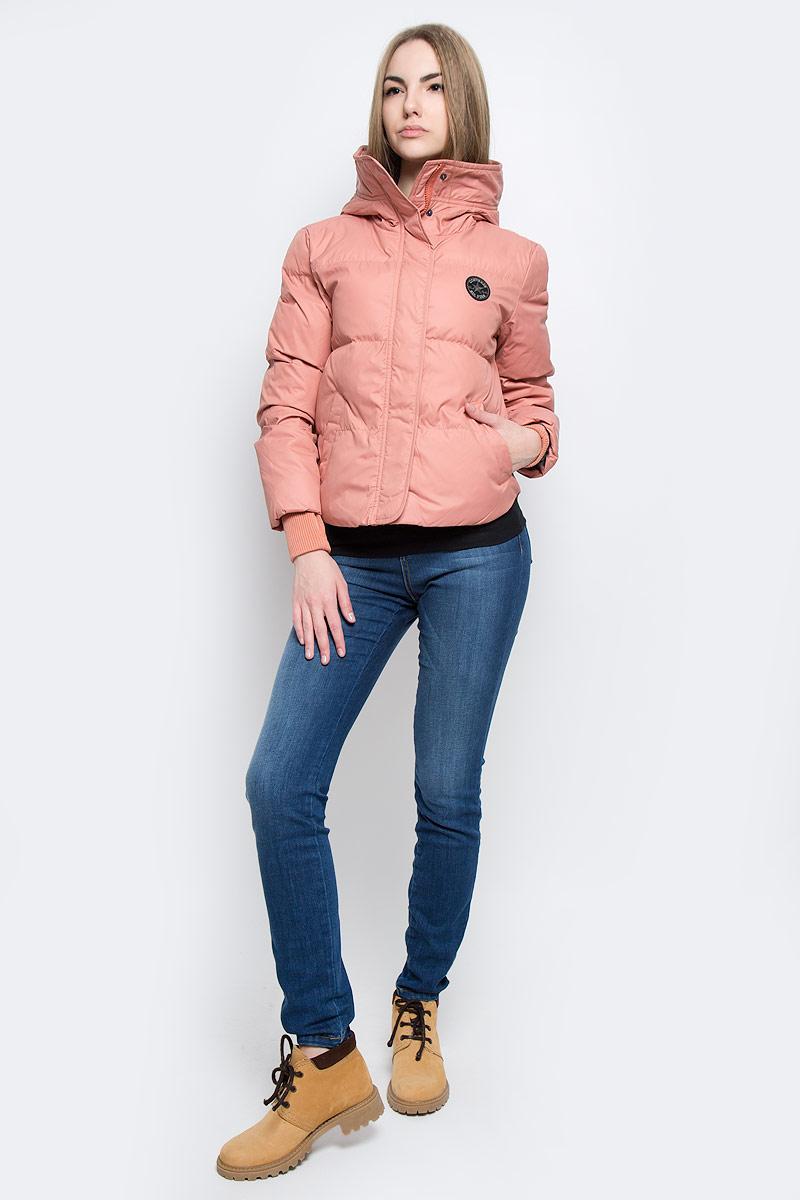 Куртка женская Converse Core Mid Length Puffer, цвет: персиковый. 10001025689. Размер L (48)10001025689Удобная женская куртка Converse Core Mid Length Puffer согреет вас в прохладную погоду и позволит выделиться из толпы. Модель с длинными рукавами и несъемным капюшоном выполнена из высококачественного полиэстера и застегивается на молнию спереди. Изделие дополнено спереди двумя втачными карманами на кнопках, а рукава оформлены трикотажными манжетами с прорезью для большого пальца. Плотный наполнитель из синтепона и подкладка из полиэстера надежно сохранят тепло, благодаря чему такая куртка защитит вас от ветра и холода.