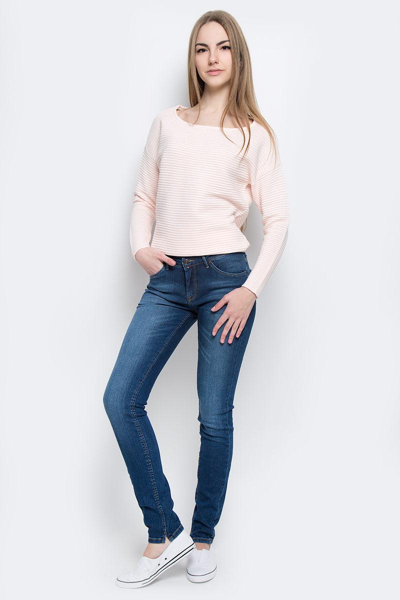 Джинсы женские F5 Paris, цвет: темно-синий. 19561_w.dark. Размер 27-32 (42/44-32)19561_w.darkСтильные женские джинсы F5 Paris выполнены из хлопка с добавлением эластана. Материал мягкий и приятный на ощупь, не сковывает движения и позволяет коже дышать.Джинсы-скинни средней посадки застегиваются на пуговицу в поясе и ширинку на застежке-молнии. На поясе предусмотрены шлевки для ремня. Спереди модель оформлена двумя втачными карманами и одним маленьким прорезным кармашком, а сзади - двумя накладными карманами. Модель оформлена эффектом потертости, перманентными складками и контрастной прострочкой. Нижняя часть модели по внутреннему шву дополнена небольшими разрезами.