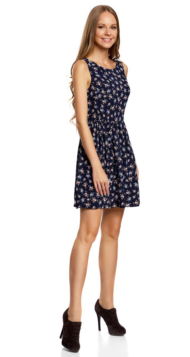 Платье oodji Ultra, цвет: темно-синий, розовый, голубой. 11900181M/35271/7941F. Размер 40-164 (46-164)11900181M/35271/7941FПлатье oodji Ultra изготовлено из тонкого полиэстера. Модель с круглым вырезом и без рукавов застегивается на спинке на молнию и металлическую кнопку. Вырез на спинке декорирован текстильным бантиком. Подол платья у талии собран мелкими складками. У модели имеется подкладка.