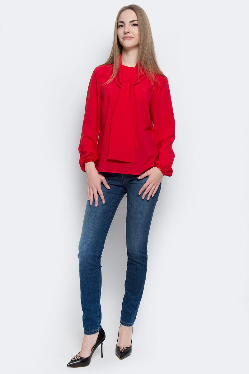 Блузка женская Milana Style, цвет: красный. 101620. Размер 52101620Стильная женская блузка Milana Style выполнена из качественного полиэстера с добавлением эластана.Модель c круглым вырезом горловины и длинными рукавами застегивается сзади по спинке на пуговицу, манжеты рукавов также дополнены пуговицами. Блузка свободного кроя выполнена в лаконичном дизайне и оформлена широким декоративным шарфиком.