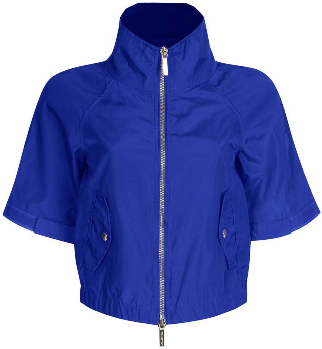 Куртка женская oodji Ultra, цвет: синий. 10307004/45462/7500N. Размер 38-170 (44-170)10307004/45462/7500NСтильная женская куртка oodji Ultra выполнена из качественного полиэстера. Куртка укороченной модели с рукавами-реглан длиной 3/4 и воротником-стойкой. Застегивается модель спереди на застежку-молнию. Низ куртки на широкой эластичной резинке. По бокам и на манжетах изделие дополнено хлястиками, которые регулируют посадку и объем с помощью липучек. Спереди куртка оформлена двумя втачными карманами с клапанами на кнопках.