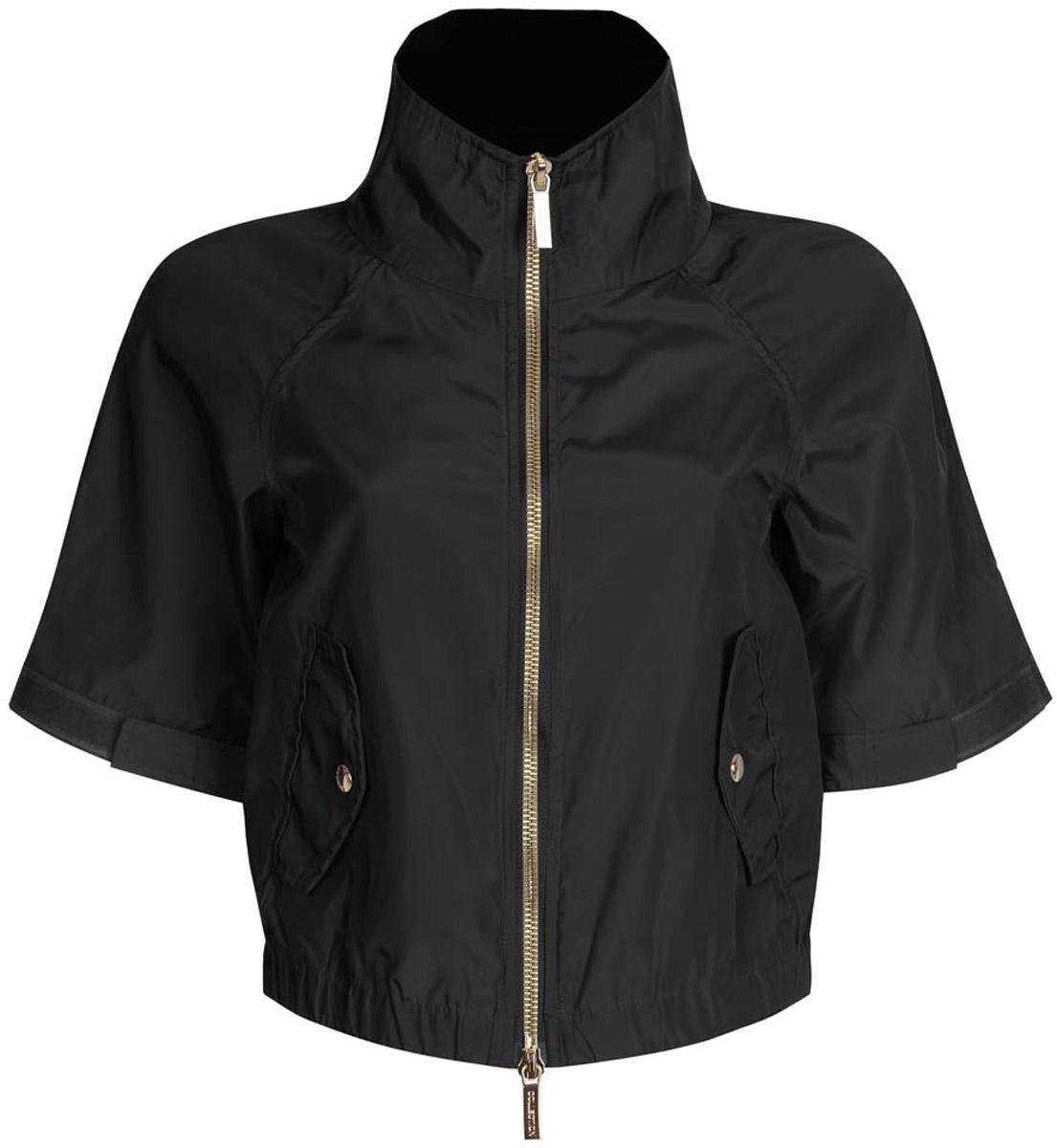 Куртка женская oodji Ultra, цвет: черный. 10307004/45462/2900N. Размер 40-170 (46-170)10307004/45462/2900NСтильная женская куртка oodji Ultra выполнена из качественного полиэстера. Куртка укороченной модели с рукавами-реглан длиной 3/4 и воротником-стойкой. Застегивается модель спереди на застежку-молнию. Низ куртки на широкой эластичной резинке. По бокам и на манжетах изделие дополнено хлястиками, которые регулируют посадку и объем с помощью липучек. Спереди куртка оформлена двумя втачными карманами с клапанами на кнопках.