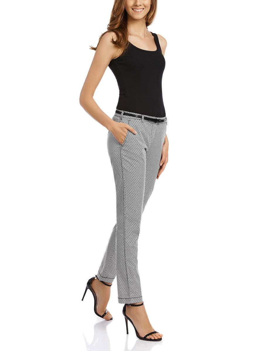 Брюки женские oodji Ultra, цвет: белый, черный. 11706190-4M/43284/1229G. Размер 38-170 (44-170)11706190-4M/43284/1229GСтильные женские брюки oodji Ultra выполнены из хлопка с добавлением эластана. Модель со стандартной посадкой оформлена сзади декоративными карманами. Спереди брюки имеют два втачных кармана и застегиваются на застежку-молнию и пуговицу. Также модель оснащена шлевками и тонким ремнем.