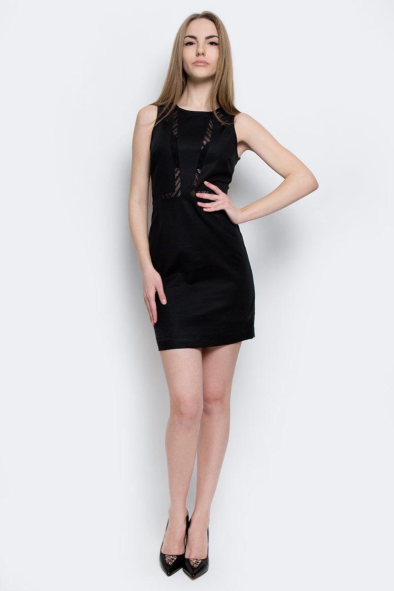 Платье Calvin Klein Jeans, цвет: черный. J20J201326_0990. Размер M (44/46)J20J201326_0990Стильное платье Calvin Klein Jeans изготовлено из хлопка с добавлением полиамида и эластана.Модель-мини с круглым вырезом горловины и без рукавов застегивается на металлическую застежку-молнию, расположенную на спинке. Изделие дополнено эластичным кружевом.