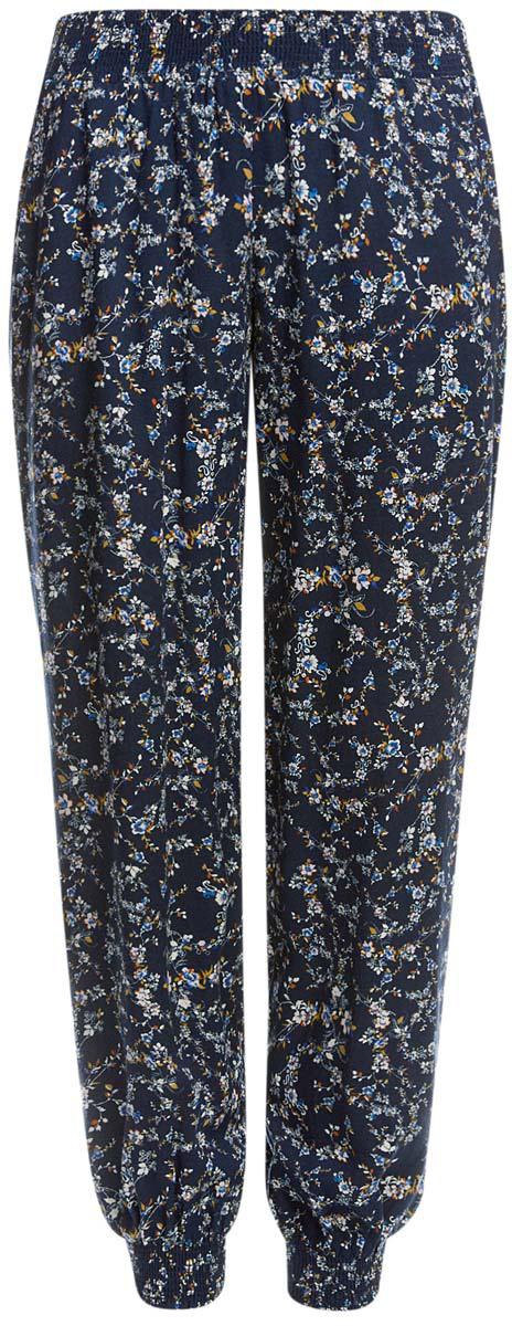 Брюки женские oodji Ultra, цвет: темно-синий, белый, бежевый. 11700208-2M/45470/2919F. Размер 34-170 (40-170)11700208-2M/45470/2919FСтильные женские брюки oodji выполнены из 100% вискозы, на талии широкая эластичная резинка. Модель свободного кроя со средней посадкой, низ брючин дополнен резинками. Спереди изделие дополнено двумя втачными карманами.