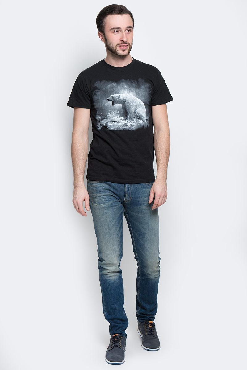 Футболка мужская Todomoda Белый медведь, цвет: черный. 01175. Размер XXXL (60/62)01175_Белый МедведьМужская футболка Todomoda Белый медведь поможет создать отличный современный образ в стиле Casual. Модель, изготовленная из натурального хлопка, очень мягкая, тактильно приятная и не сковывает движения.Изделие с круглым вырезом горловины и короткими рукавами оформлено спереди изображением белого медведя, сзади - оригинальным принтом. Вырез горловины дополнен трикотажной резинкой. Прекрасный подарок для себя и для друга.