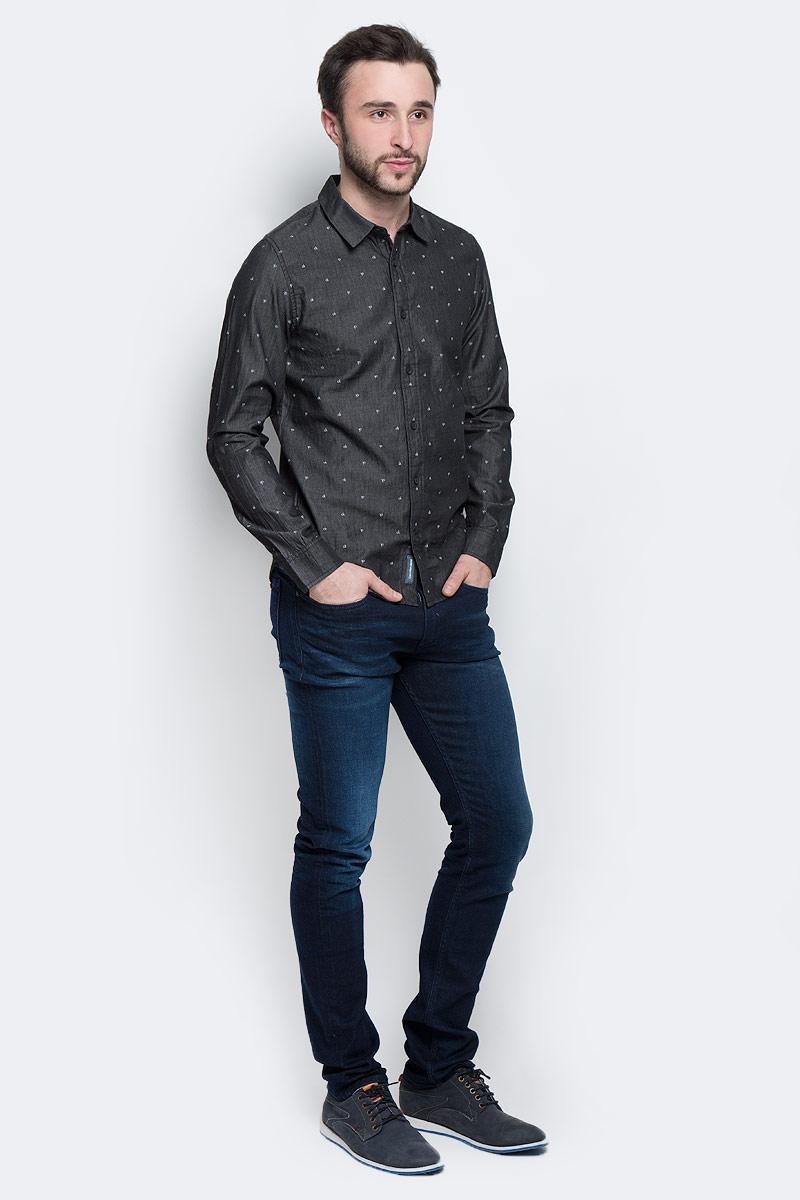 Рубашка мужская Calvin Klein Jeans, цвет: темно-серый. J30J301277_0990. Размер S (46)J30J301277_0990Стильная мужская рубашка Calvin Klein Jeans, выполненная из натурального хлопка, позволяет коже дышать, тем самым обеспечивая наибольший комфорт при носке. Модель-слим с отложным воротником и длинными рукавами застегивается на пуговицы по всей длине. Манжеты рукавов оснащены застежками-пуговицами. Изделие оформлено принтом с изображением логотипа бренда. Спинка модели немного удлинена.