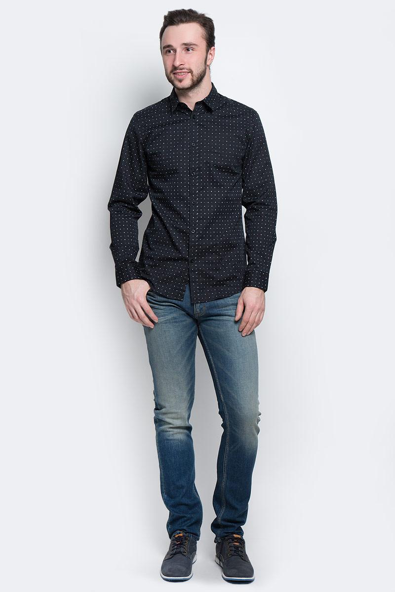 Рубашка мужская Selected Homme, цвет: черный. 16053266. Размер S (44)16053266_Jet BlackМужская рубашка Selected Homme выполнена из натурального хлопка. Рубашка slim fit с длинными рукавами и отложным воротником застегивается на пуговицы. Манжеты рукавов также застегиваются на пуговицы. Рубашка оформлена мелким контрастным принтом.