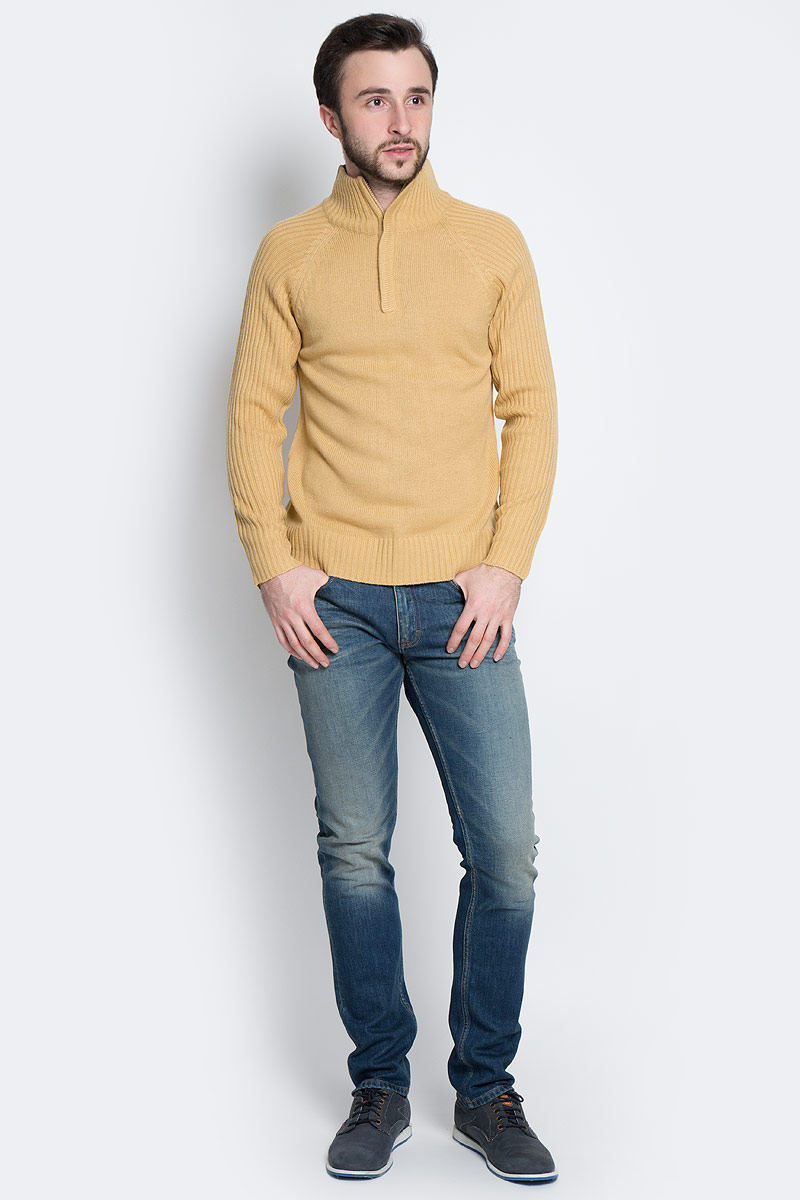 Свитер мужской D&H, цвет: песочный. А90003. Размер L (52)А90003Мужской свитер Epic Hero выполнен из мягкой акриловой пряжи. Свитер с воротником-стойкой и длинными рукавами-реглан застегивается на небольшую молнию.