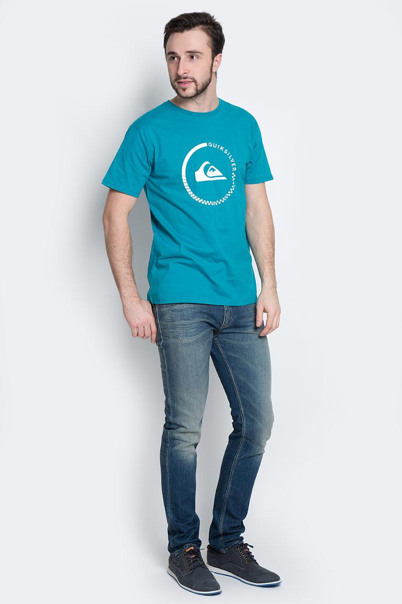 Футболка мужская Quiksilver, цвет: темно-бирюзовый. EQYZT03676-BPW0. Размер S (44/46)EQYZT03676-BPW0Стильная мужская футболка Quiksilver, выполненная из натурального хлопка. Модель прямого кроя с удобным округлым вырезом горловины и короткими рукавами, спереди оформлена логотипом бренда.
