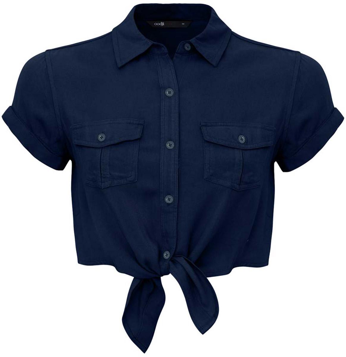 Блузка женская oodji Ultra, цвет: темно-синий. 11400429/42828/7900N. Размер 44-170 (50-170)11400429/42828/7900NУкороченная блузка oodji Ultra выполнена из вискозы. Модель с отложным воротником и короткими рукавами застегивается с помощью пуговиц. Блузка дополнена накладными карманами, закрывающимися клапанами на пуговицы. Рукава дополнены подворотами.