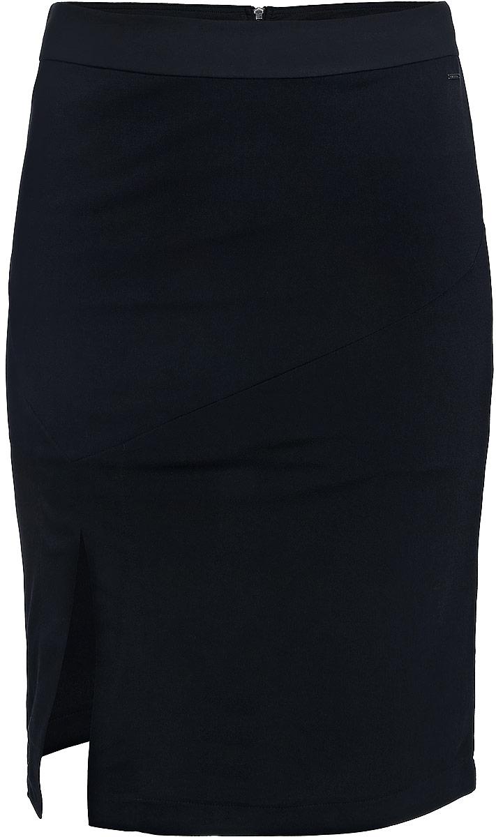 Юбка Calvin Klein Jeans, цвет: черный. J20J204624_0990. Размер XL (50/52)J20J204624_0990Юбка Calvin Klein Jeans выполнена из сочетания полиэстера и эластана. С внутренней стороны имеется подкладка из полиэстера . Юбка-миди с завышенной талией застегивается на застежку-молнию сзади по спинке, а так же дополнена широким поясом. Оформлена юбка элегантной передней шлицей и металлической пластиной с названием бренда.