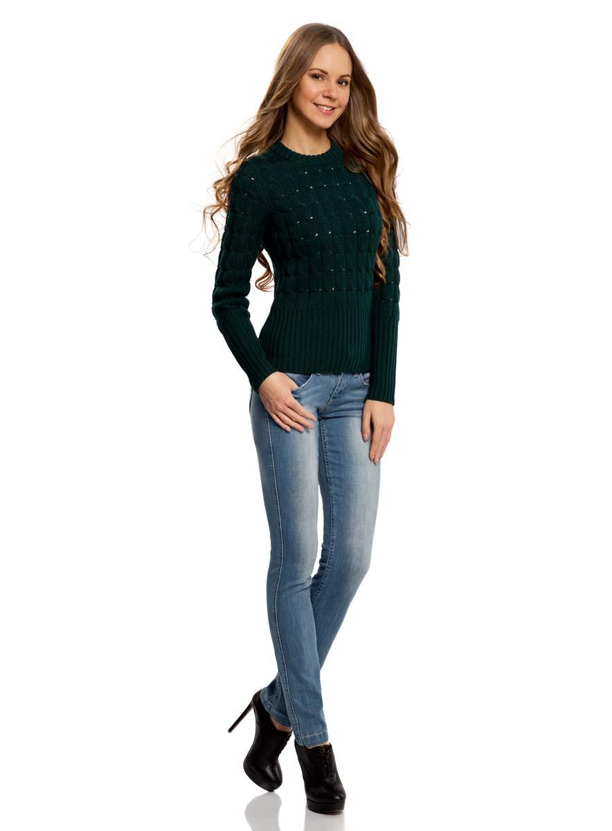 Джинсы женские oodji Denim, цвет: голубой. 12103112/33636/7000W. Размер 27-32 (44-32)12103112/33636/7000WМодные женские джинсы oodji Denim выполнены из хлопка с добавлением эластана. Джинсы модели слим с заниженной посадкой застегиваются на две пуговицы в поясе и ширинку на застежке-молнии. На поясе предусмотрены шлевки для ремня. Джинсы имеют классический пятикарманный крой: спереди расположены два втачных кармана и один небольшой накладной карман, а сзади - два накладных кармана. Модель оформлена эффектом потертости.