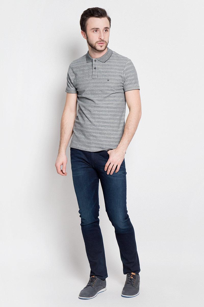Поло мужское Wrangler, цвет: серый. W7A47K206. Размер XXL (54)W7A47K206Стильная мужская футболка-поло выполнена из эластичного хлопка. Модель с отложным воротником и короткими рукавами застегивается на две пуговицы сверху.