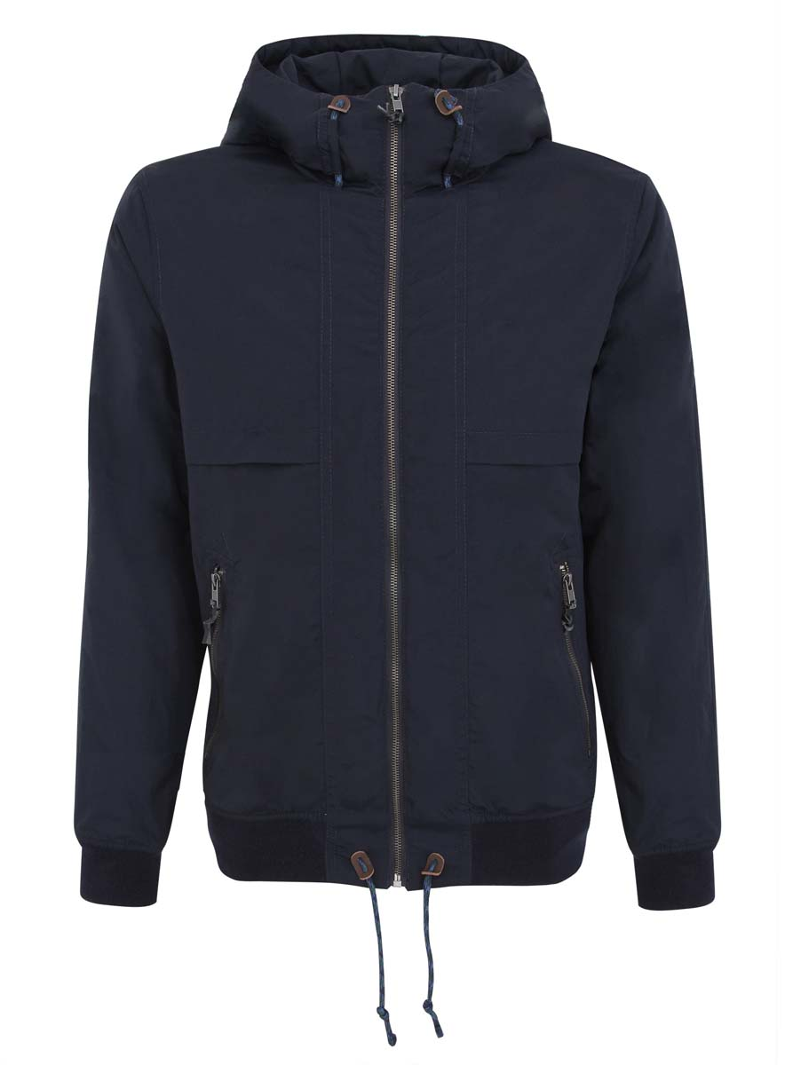 Куртка мужская oodji, цвет: темно-синий. 1L512011M/25276N/7900N. Размер M-182 (50-182)1L512011M/25276N/7900NМужская куртка oodji, выполненная из полиэстера, отлично подойдет для прохладной погоды. Подкладка изготовлена из полиэстера с добавлением хлопка, утеплитель выполнен из полиэстера. Модель с длинными рукавами и воротником-стойкой застегивается на застежку-молнию. Манжеты рукавов и низ куртки снабжены резинкой. Модель имеет капюшон, объем которого можно отрегулировать с помощью шнурков. Капюшон не отстегивается. По низу куртки дополнительно предусмотрен затягивающийся шнурок. Спереди расположены два втачных кармана на молнии. Бегунки молний декорированы узелками из искусственной кожи.