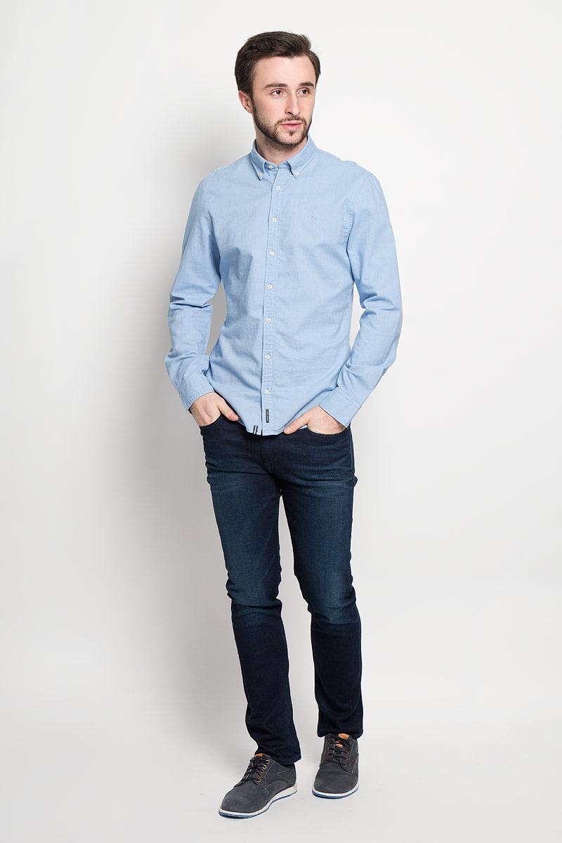 Рубашка мужская Marc OPolo, цвет: голубой. 178442062_A81. Размер XL (54)178442062_A81Стильная мужская рубашка Marc OPolo, выполненная из натурального хлопка, позволяет коже дышать, тем самым обеспечивая наибольший комфорт при носке. Модель классического кроя с отложным воротником застегивается на пуговицы по всей длине. Длинные рукава рубашки дополнены манжетами на пуговицах. На груди оформлена вышивкой с логотипом бренда.