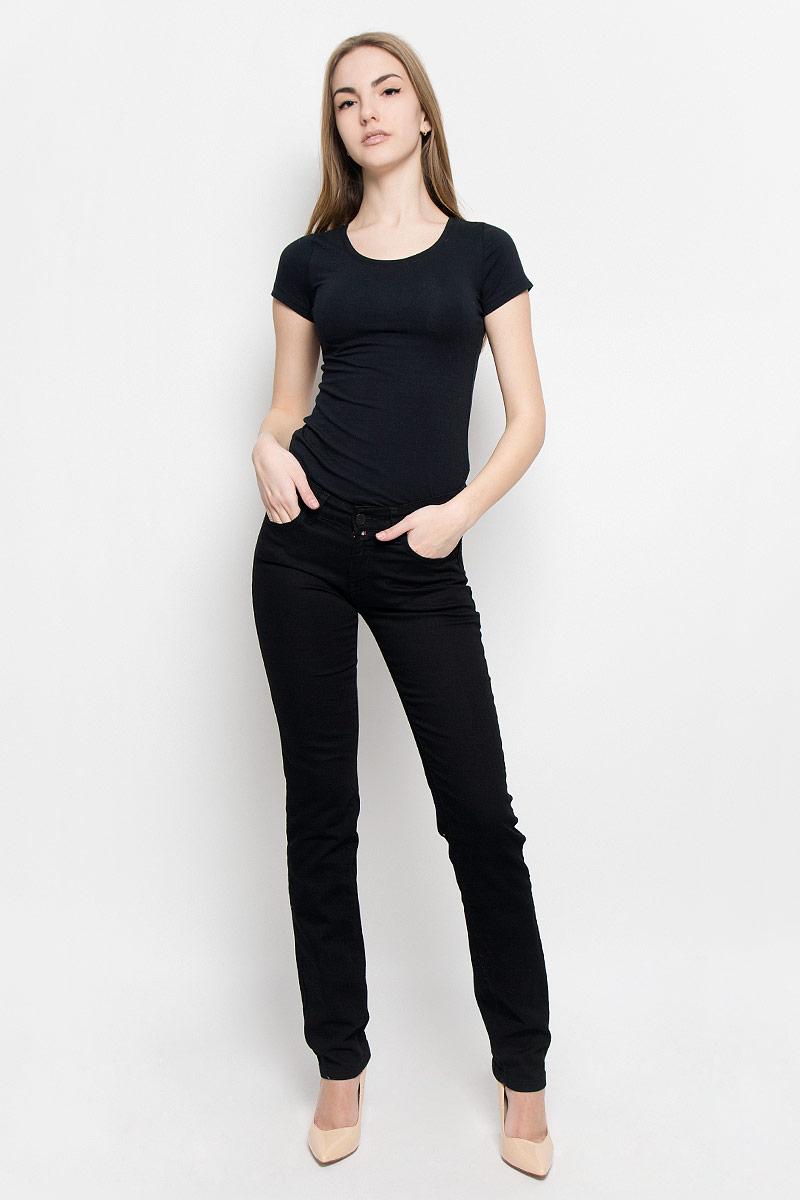 Джинсы женские F5, цвет: черный. 19202_w.garment. Размер 27-34 (42/44-34)19202_w.garmentЖенские джинсы F5 выполнены из высококачественного эластичного хлопка. Джинсы прямого кроя и стандартной посадки застегиваются на пуговицу в поясе и ширинку на застежке-молнии, дополнены шлевками для ремня. Джинсы имеют классический пятикарманный крой: спереди модель дополнена двумя втачными карманами и одним маленьким накладным кармашком, а сзади - двумя накладными карманами.