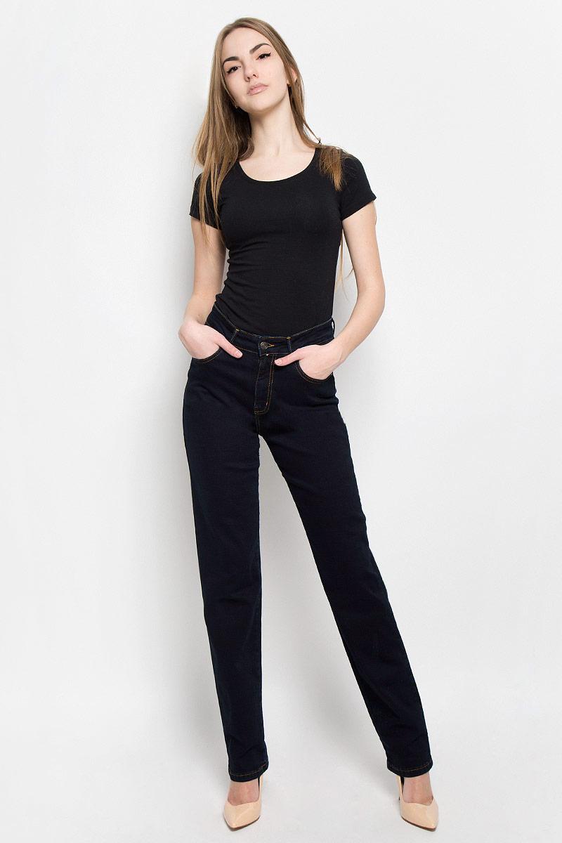 Джинсы женские F5, цвет: темно-синий. 19736_w.garment. Размер 31-34 (46/48-34)19736_w.garmentЖенские джинсы F5 выполнены из высококачественного хлопка с добавлением полиэстера и эластана. Джинсы прямого кроя застегиваются на пуговицу в поясе и ширинку на застежке-молнии, дополнены шлевками для ремня. Джинсы имеют классический пятикарманный крой: спереди модель дополнена двумя втачными карманами и одним маленьким накладным кармашком, а сзади - двумя накладными карманами.