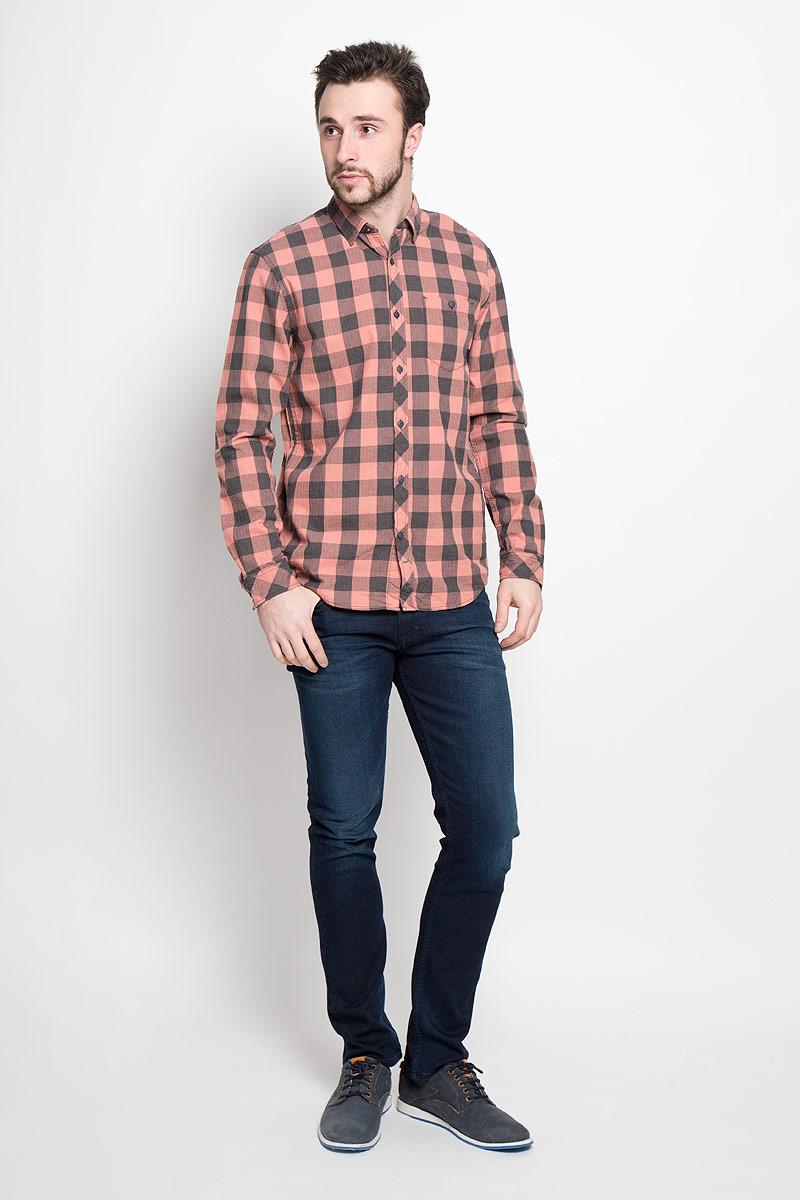 Рубашка мужская Tom Tailor Denim, цвет: розово-бежевый, темно-серый. 2032742.00.12_4719. Размер XL (52)2032742.00.12_4719Стильная мужская рубашка Tom Tailor Denim выполнена из натурального хлопка. Модель с отложным воротником и длинными рукавами застегивается на пуговицы спереди и дополнена нагрудным карманом на пуговице.