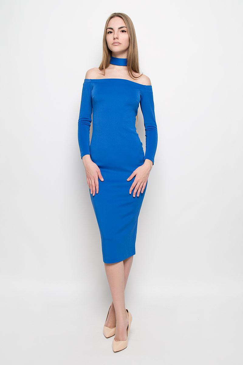 Платье Ruxara, цвет: синий. 109911. Размер 48109911Восхитительное платье выполнено из плотного трикотажа. Модель-миди прилегающего силуэта с рукавом 3/4. Вырез-лодочка делает акцент на изящные плечи. Эластичная резинка по горловине позволяет надежно фиксировать платье на плечах. Дополнением служит чокер в цвет платья.