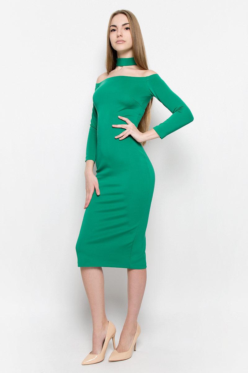 Платье Ruxara, цвет: изумрудный. 109911. Размер 44109911Восхитительное платье выполнено из плотного трикотажа. Модель-миди прилегающего силуэта с рукавом 3/4. Вырез-лодочка делает акцент на изящные плечи. Эластичная резинка по горловине позволяет надежно фиксировать платье на плечах. Дополнением служит чокер в цвет платья.