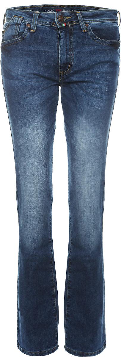 Джинсы женские F5, цвет: темно-синий. 1943/N_w.medium. Размер 27-32 (42/44-32)1943/N_w.mediumЖенские джинсы F5 выполнены из хлопка с добавлением полиэстера и спандекса. Джинсы прямого кроя застегиваются на пуговицу в поясе и ширинку на застежке-молнии, дополнены шлевками для ремня. Джинсы имеют классический пятикарманный крой: спереди модель дополнена двумя втачными карманами и одним маленьким накладным кармашком, а сзади - двумя накладными карманами.