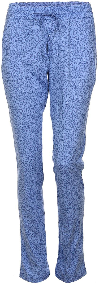 Брюки для дома женские Violett Сердечки, цвет: голубой. 17150513. Размер M (46)17150513Женские домашние брюки Violett Сердечки прямого кроя и стандартной посадки изготовлены из натурального хлопка. Брюки имеют широкую эластичную резинку на поясе, а также дополнены внутренним затягивающимся шнурком-кулиской. Спереди расположены два втачных кармана. Модель оформлена принтом в виде сердечек.