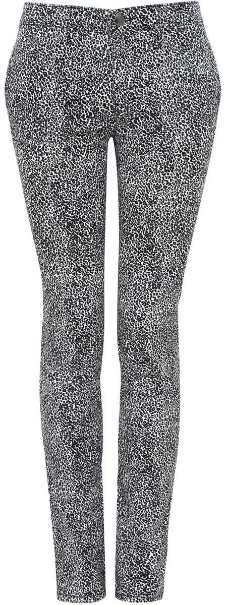 Брюки женские oodji Ultra, цвет: белый, черный. 11706191/24770/1229A. Размер 40-170 (46-170)11706191/24770/1229AСтильные женские брюки oodji Ultra выполнены из хлопка и эластана. Модель со стандартной посадкой оформлена сзади декоративными карманами. Спереди брюки имеют два втачных кармана и застегиваются на застежку-молнию и пуговицу. Также модель оснащена шлевками для ремня.