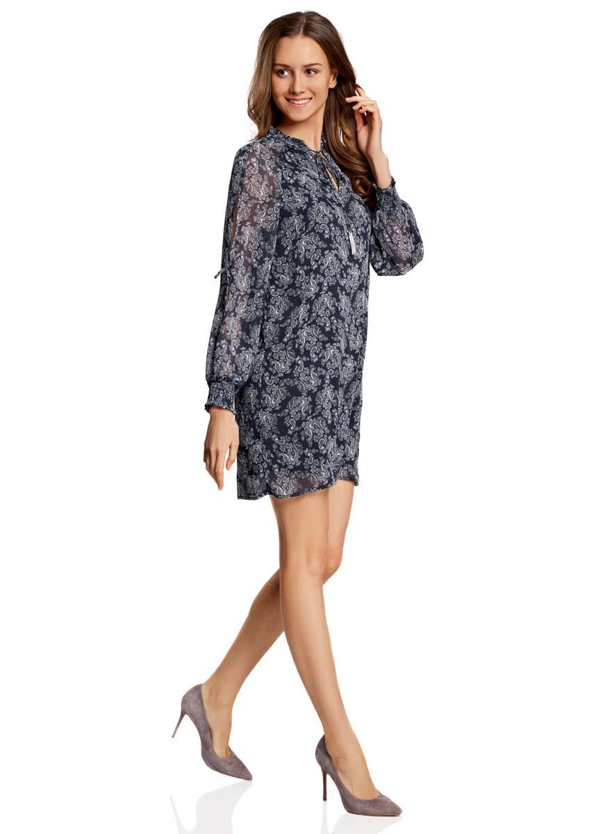 Платье oodji Ultra, цвет: темно-синий, белый. 11914001/15036/7912E. Размер 34-170 (40-170)11914001/15036/7912EСтильное платье oodji Ultra выполнено из качественного полиэстера. Подкладка изделия также изготовлена из полиэстера. Модное шифоновое платье-мини с круглым вырезом горловины и длинными рукавами-реглан дополнена спереди завязками. Завязки имеют на кончиках оригинальные металлические кисточки. Рукава модели дополнены манжетами на широких резинках и оригинальными прорезями вдоль рукава с завязками-бантиками. Вырез горловины оформлен нежной рюшей.